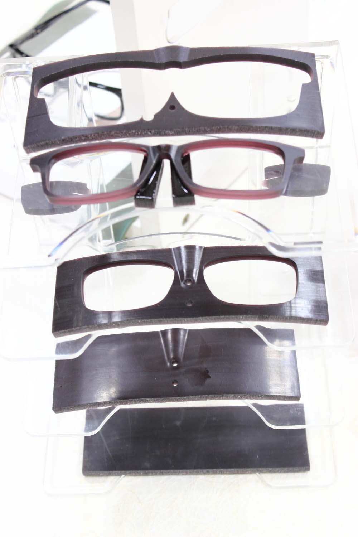 「歩」のメガネは匠の技で出来ていますpage-visual 「歩」のメガネは匠の技で出来ていますビジュアル