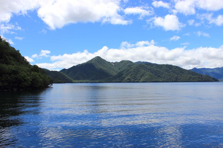 中禅寺湖と男体山page-visual 中禅寺湖と男体山ビジュアル