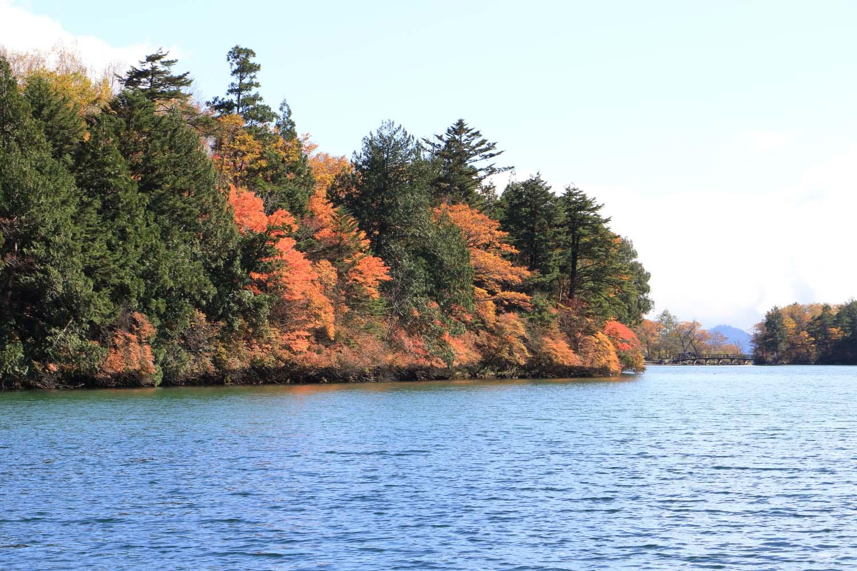 奥日光湯の湖の紅葉page-visual 奥日光湯の湖の紅葉ビジュアル